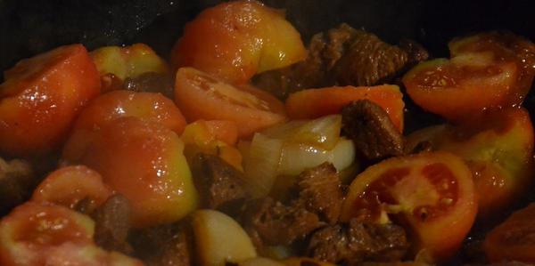 Lammragout mit Tomaten