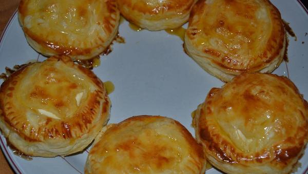 Käsehäppchen aus Blätterteig