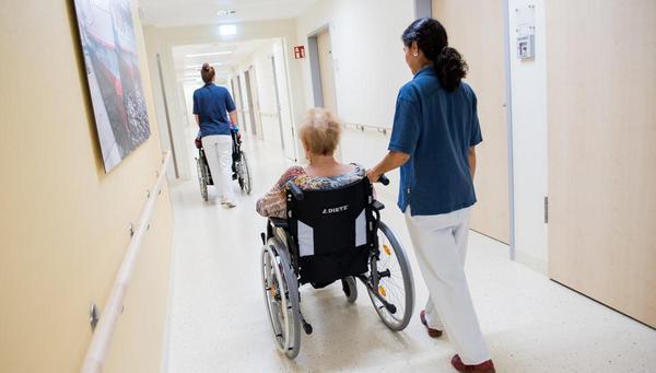 Pflegesystem in Not: Ohne Tabus