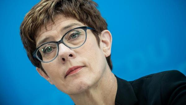 AKK und die Grünen: Besinnen auf den Gegner