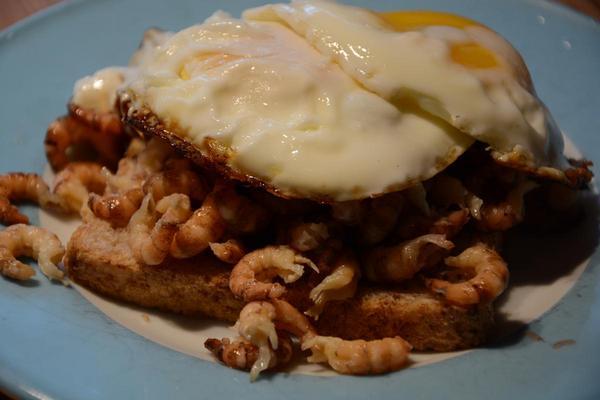 Köstlicher Toast mit Krabbenfleisch