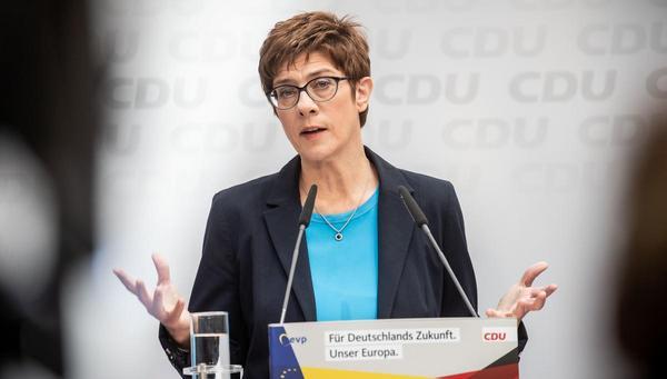 Kramp-Karrenbauer in der Krise: Zeit für die Entscheidung