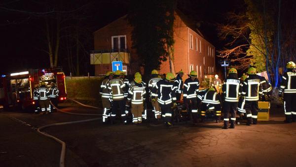 Albersdorf: Schornsteinbrand und Rauch aus Keller