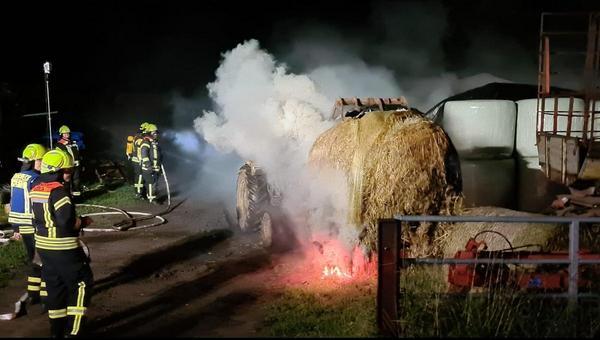 Heuballen in Brand geraten