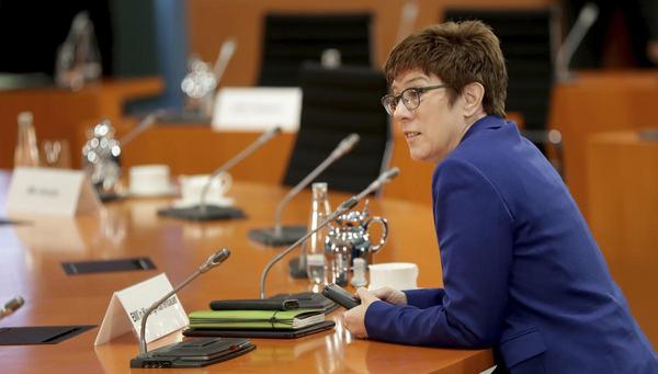 AKK will Frauenquote bei der CDU: Mit der Brechstange