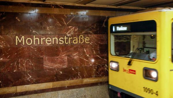 Debatte um Bahnhof Mohrenstraße: Tritt auf die Bremse