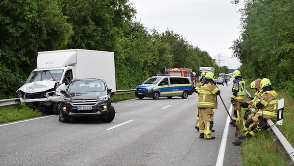 Vier Verletzte bei Unfall: B5 mehrere Stunden gesperrt