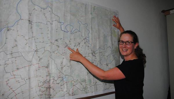Regionalmanagerin stellt Ergebnisse ihrer Arbeit vor