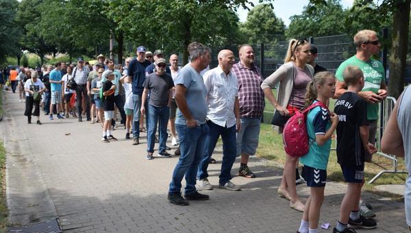 St. Pauli denkt an Geisterspiel