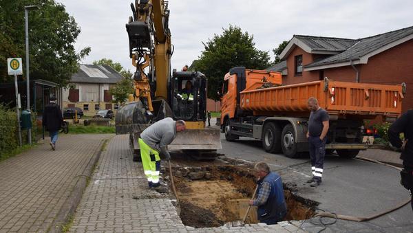 Zwei Wasserrohrbrüche in Nordhastedt geben Rätsel auf