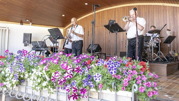 Kurorchester kehrt mit neuem Namen zurück