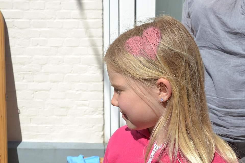 Kindernachmittag: Tjara Hinrichs mit Herzchen im Haar.