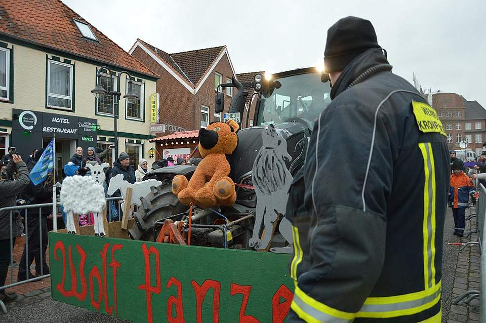 Auch der Wolf und die Schafsrisse haben Einzug gehalten in den Karneval.