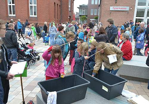 Kindervogelschießen 2015: Geschicklichkeitsspiele auf dem Rathausplatz.