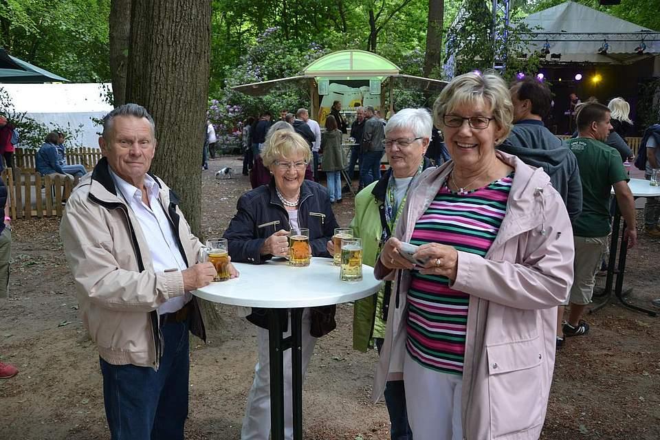 Treffen zum Frühschoppen: Wolfgang Sagroll (von links), Antje Voigt, Elke Bringer und Helma Dohrmann.
