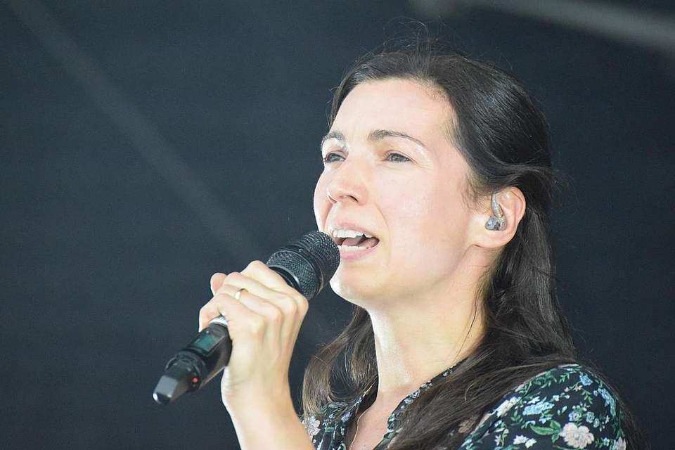 Angelo Kellys Ehefrau Kira Kelly steuerte mehrere Lieder bei.
