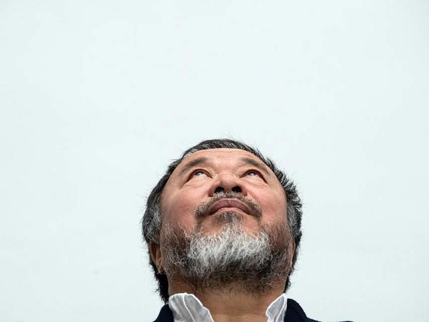 Der chinesische Künstler Ai Weiwei stellt seine Ausstellung in der Kunstsammlung Nordrhein-Westfalen in Düsseldorf vor. Foto: Federico Gambarini