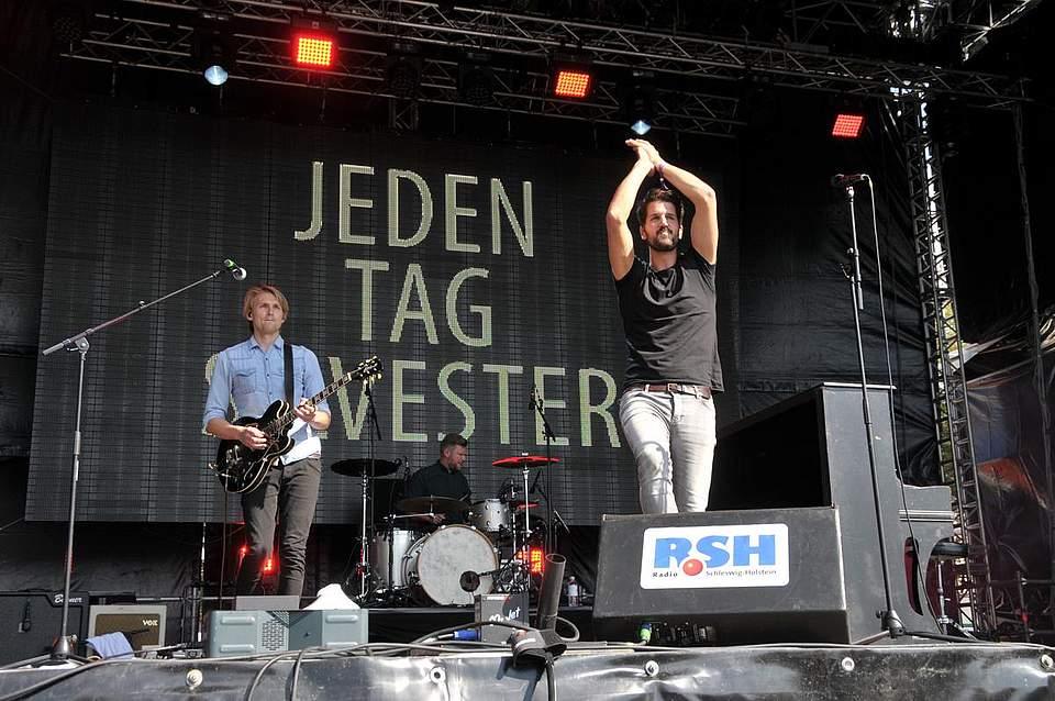 Sänger Bertram Ulrich von Jeden tag Silvester sang nicht nur selbst, sondern bekam auch eine Geburtstagsständchen. Foto: Voß