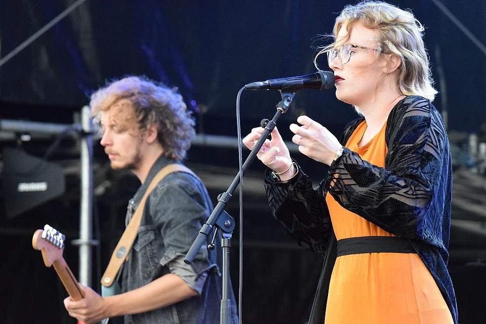 Die norddeutsche Gruppe Lioba mit der gleichnamigen Frontfrau Lioba Suchomel war Vorband für Angelo Kelly. Foto: Müller