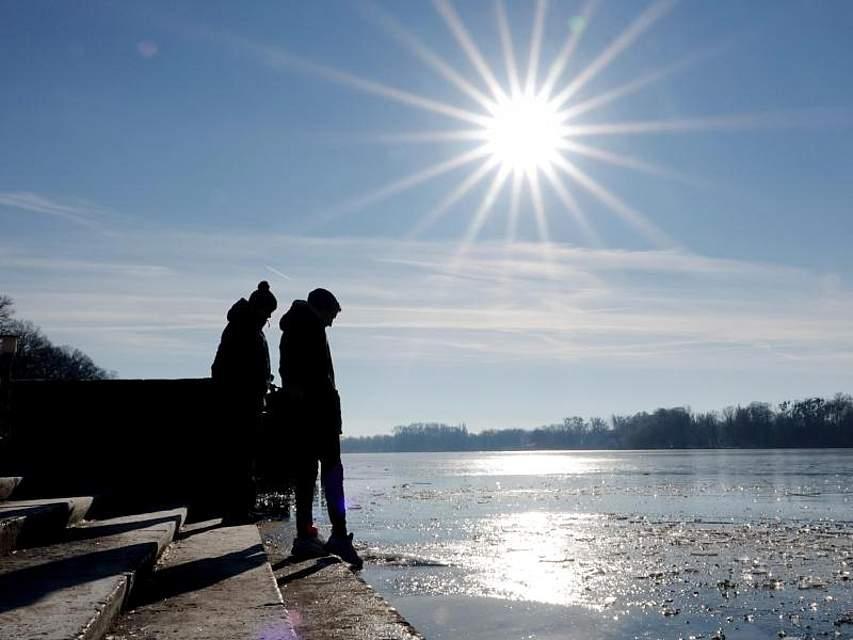 Die Behörden warnen vor dem Betreten der Seen im Land. Foto: Sonja Wurtscheid