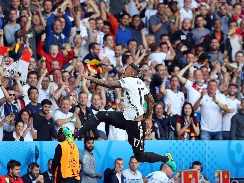Jerome Boateng nach seinem Tor im Achtelfinale gegen die Slowakei. Foto: Charisius