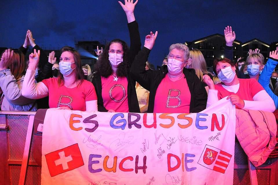DJ-Bobo-Fans durch und durch durch (von links): Nadine Martens, Michaela Hoppe, Anke Hoppe und Rita Lehmann. Foto: Voß