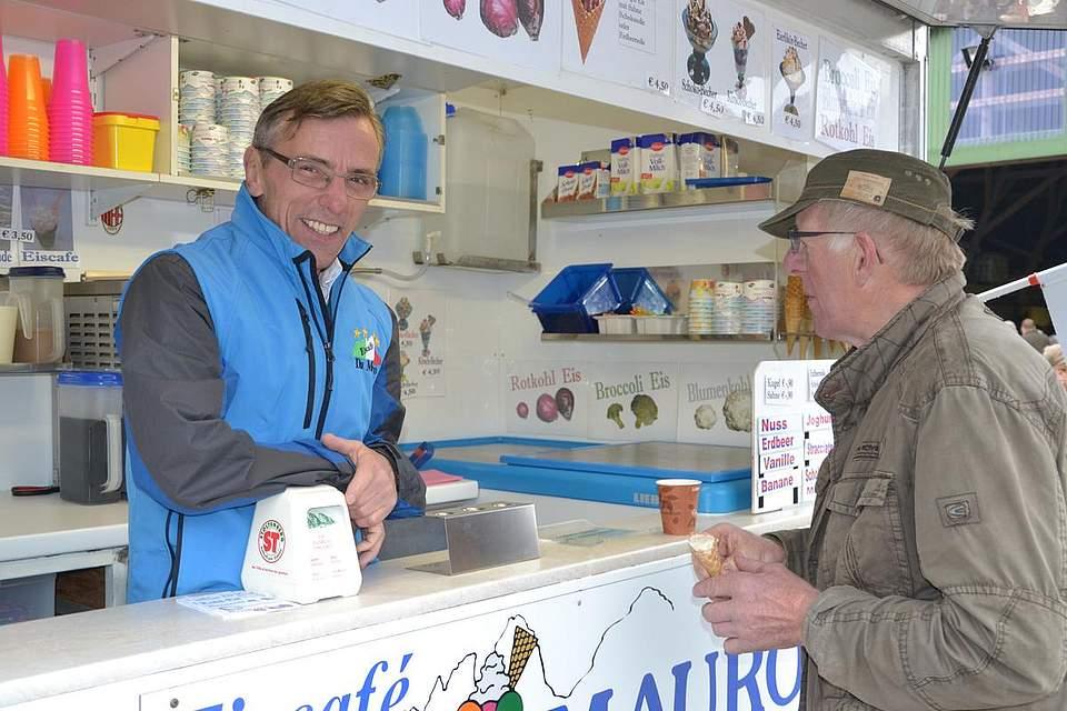 Bei Mauro Ongaro gibt es Rotkhol-Eis.
