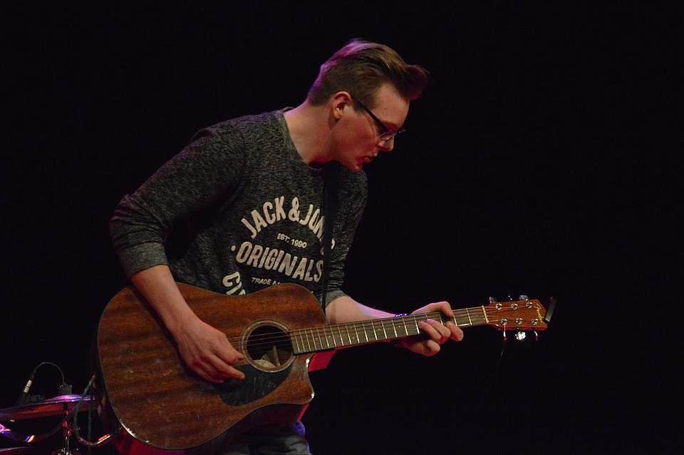 Gitarrist Thies Peters überzeugte bei Pop meets Classic auch als Songwriter.