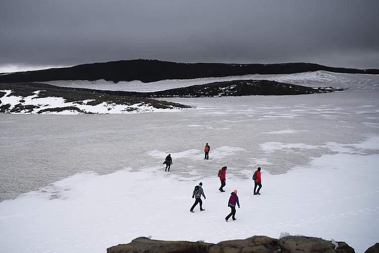 Der 700 Jahre alte isländische Gletscher Okjokull gilt formell nicht mehr als solcher. Mit nur noch 15 Metern Eisdicke ist er zu leicht geworden, um sich vorwärts zu schieben. Foto: Felipe Dana/AP