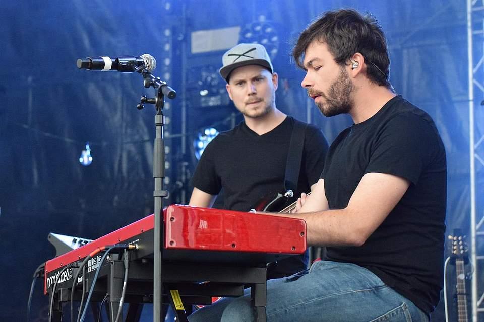 Carl Reuß spielt bei Lioba am Piano, Daniel Otte an diesem Abend am Bass. Foto: Müller