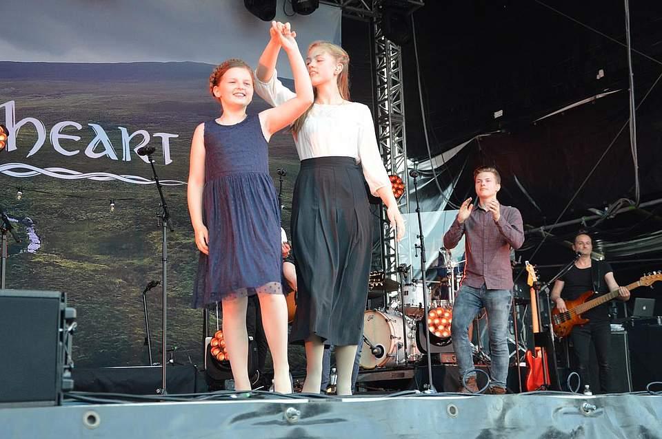 Die Kelly-Töchter Helen und Emma legten während des Konzerts mehrere Tanzeinlagen ein.