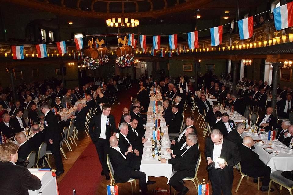 Der große, passend dekorierte Saal des Tivoli ist voll besetzt. Foto: Seehausen