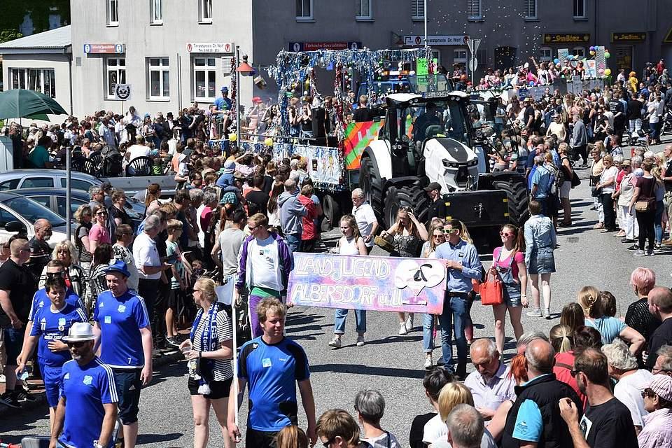 Impressionen des Volksfestumzugs 2018. Foto: Büsing