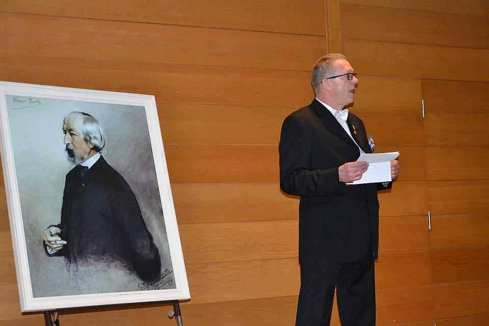 Gedenkstunde im Kreistagssitzungssaal: Hartmut Kanzmeier spricht über Klasu Groth.