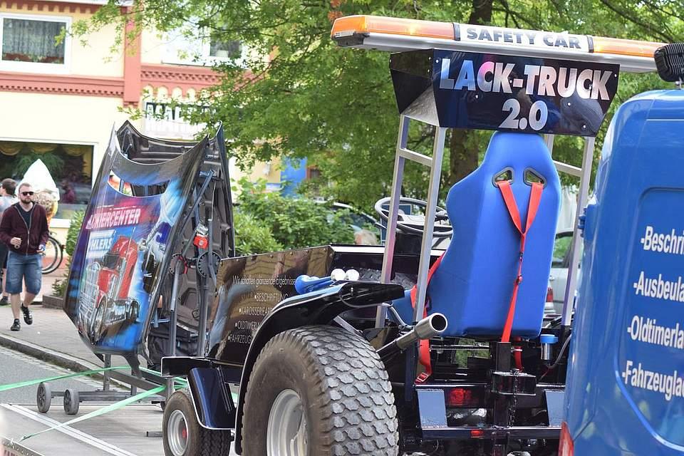 Stets mit dabei: Der Lack-Truck. Foto: Büsing