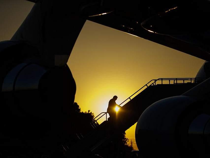 US-Präsident Donald Trump steigt auf dem Flughafen von New Orleans in die Air Force One. Foto: Evan Vucci/AP