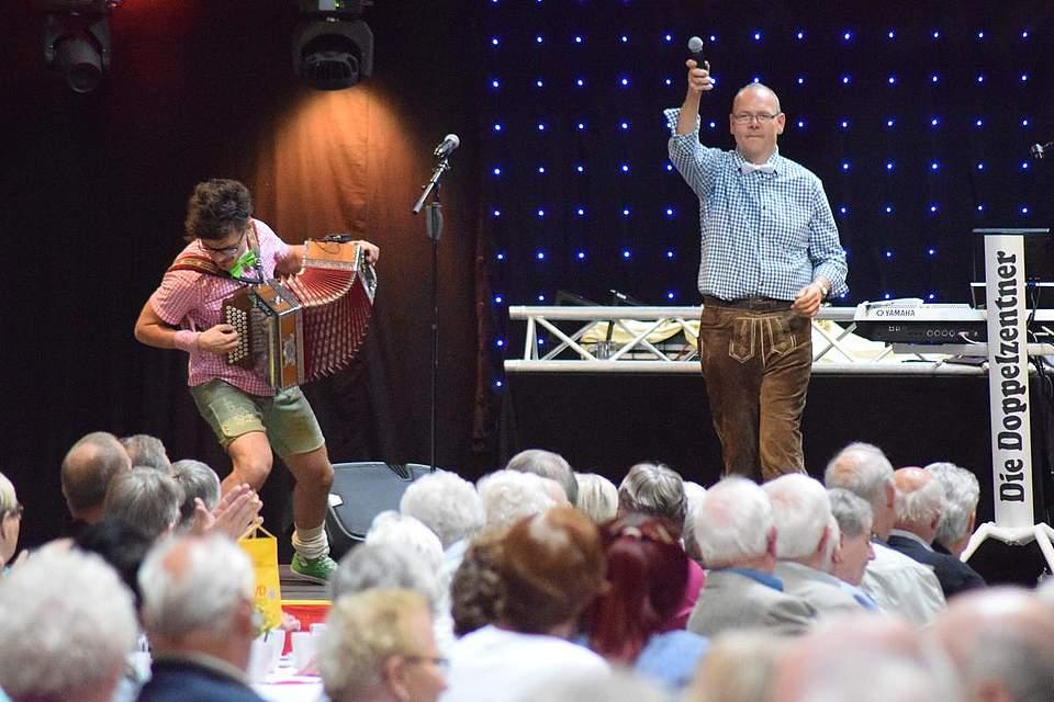 Marco Klotzbücher (links) und Holger Jensen eröffnen das Fest am Freitag in der Markthalle. Foto: Büsing