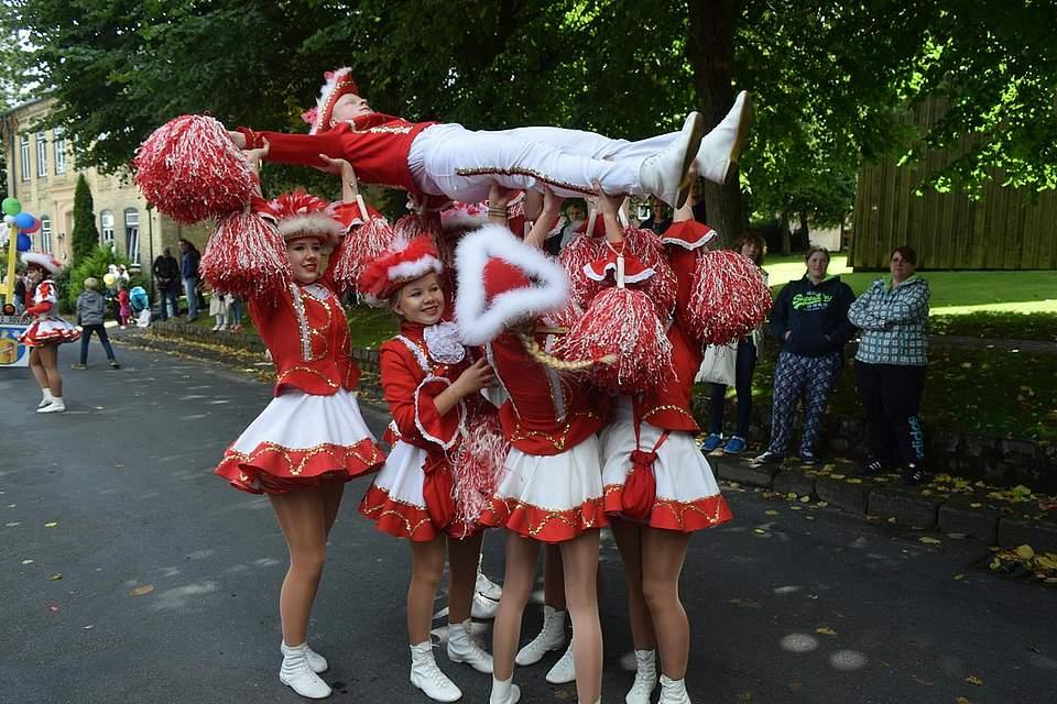 Lassen sich kaum einen Umzug entgehen: Die Mitglieder der Marner Karnevalsgesellschaft, die... Foto: Büsing