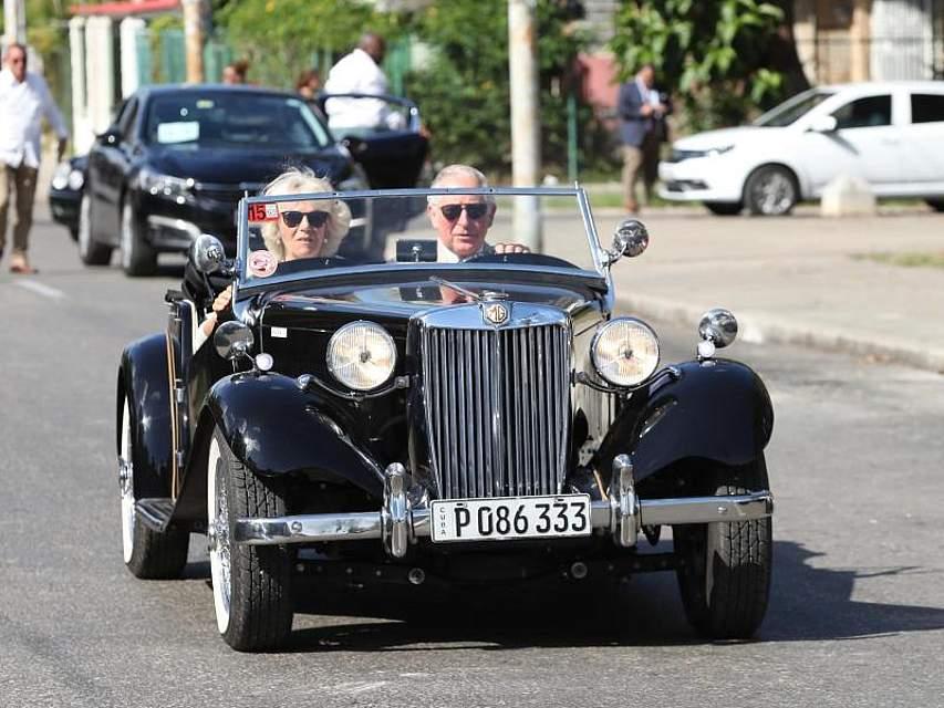 Prinz Charles (r) und Herzogin Camilla nehmen an einer Oldtimer-Rallye zu den Feierlichkeiten der britisch-kubanischen Beziehungen in der kubanischen Hauptstadt Havanna teil. Foto: Chris Jackson/PA Wire