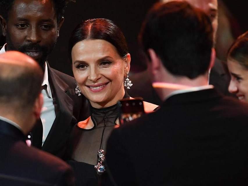 Die Oscar-Preisträgerin Juliette Binoche wurde beim Europäischen Filmpreis für ihr Engagement für das Kino geehrt. Foto: Britta Pedersen/dpa-Zentralbild Pool/dpa