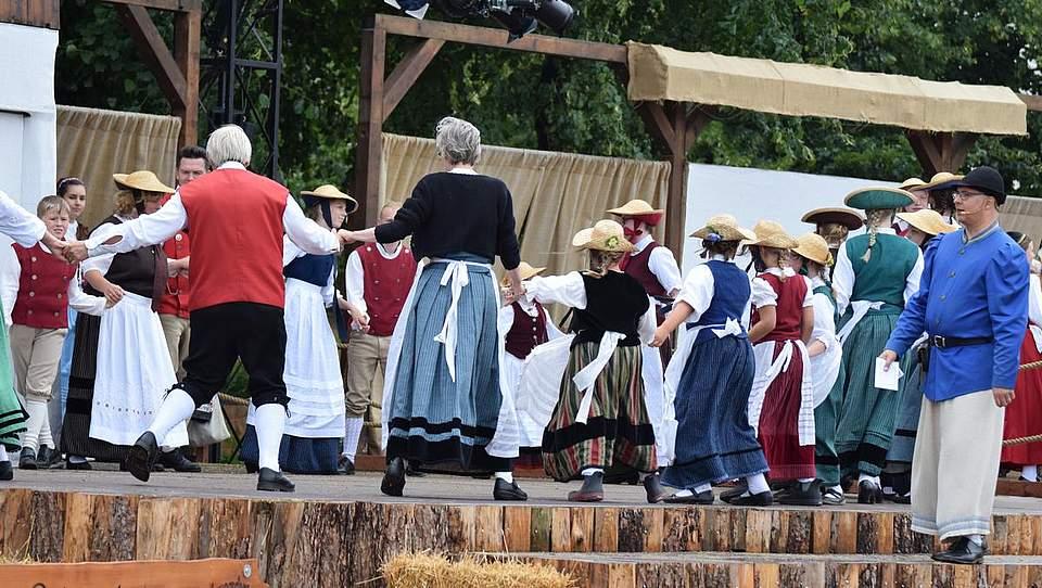 Tanz auf der Marktfrieden-Bühne. Foto: Müller