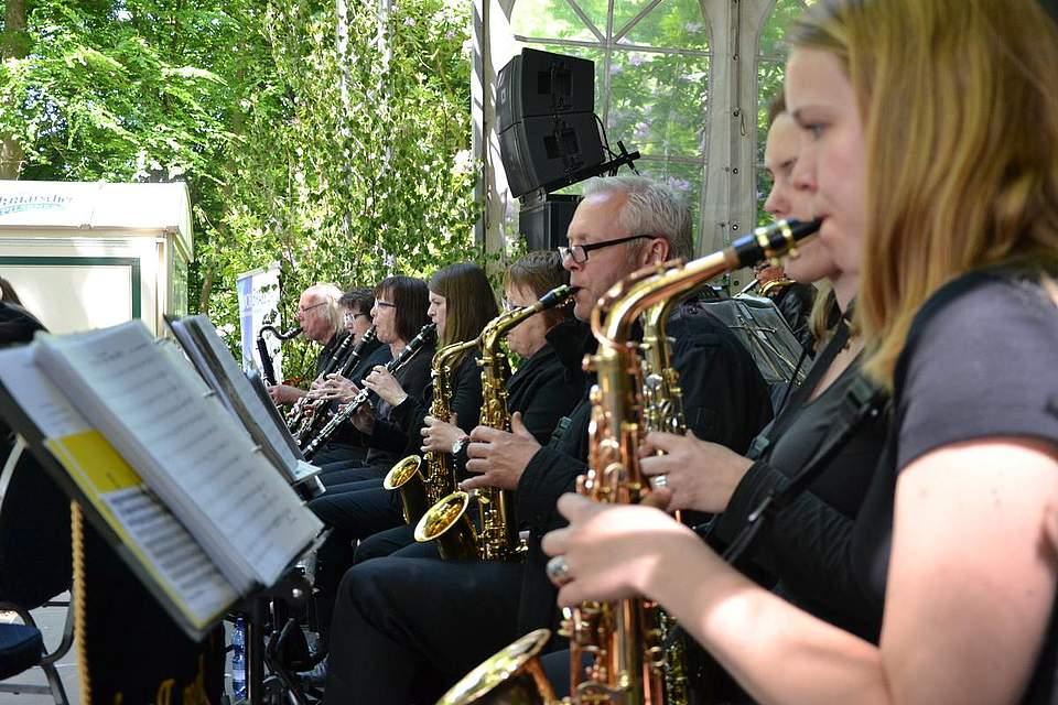 Die Union Brass Band spielt zum Frühschoppen auf.
