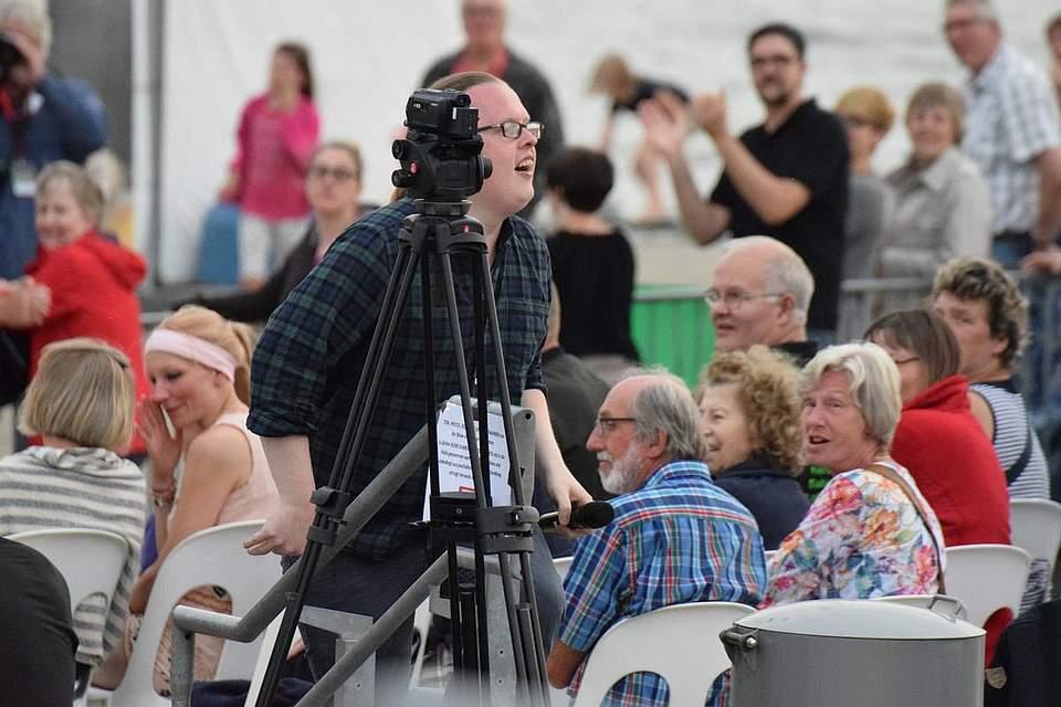 Angelo Kelly bei einem Ausflug zu den Zuschauern.