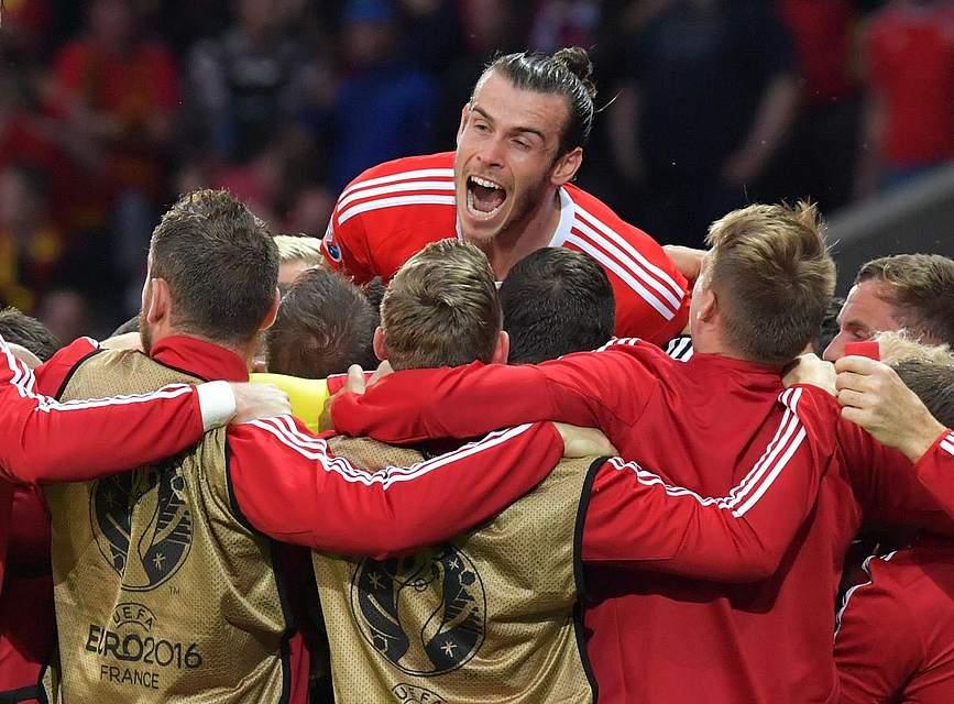 Gareth Bale und die Waliser freuen sich über den Einzug ins Halbfinale. Foto: Kneffel