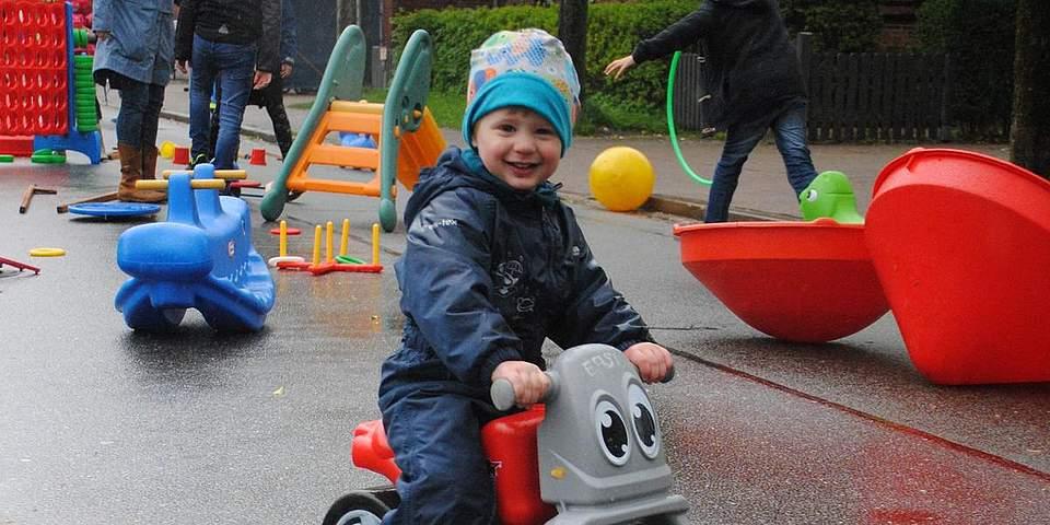 Temme hat trotz Regens Spaß beim Grabenstraßenfest.