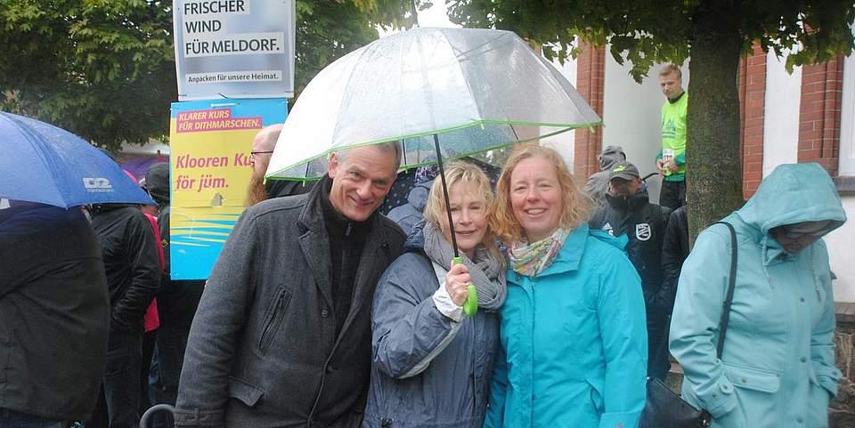 Wichtigstes Utensil bei der Melorf-Woche und beim Brückenlauf gestern: Der Regenschirm.