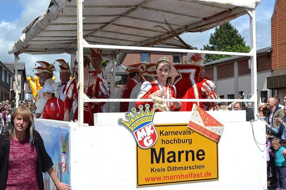 Marn, hol fast: Die Karnevalsgesellschaft aus Marne schaffte den zweiten Platz.
