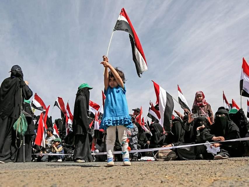 Tausende Unterstützer der Huthi-Rebellen demonstrieren gegen die von Saudi-Arabien geführte Militärkampagne im Jemen. Foto: Sami Abdulrhman