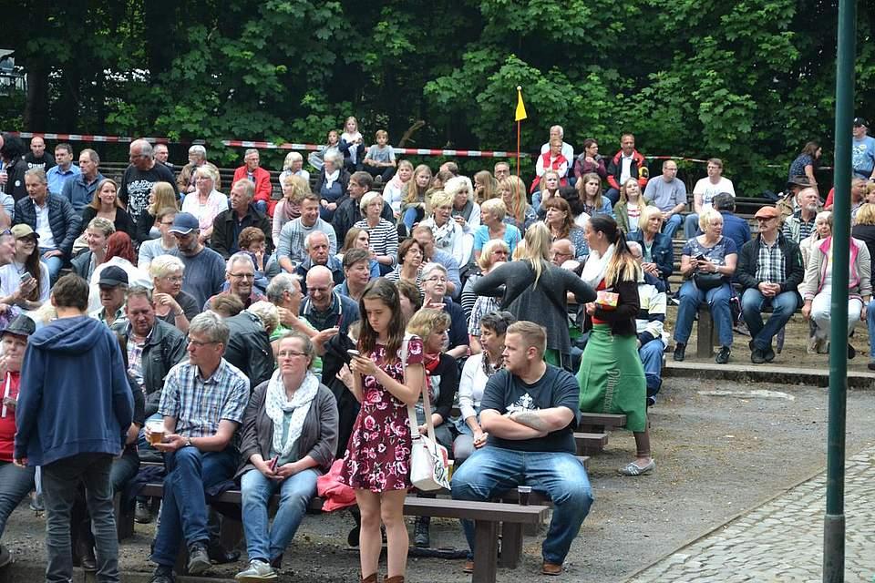 Gut besucht: Der Kurpark in Albersdorf.