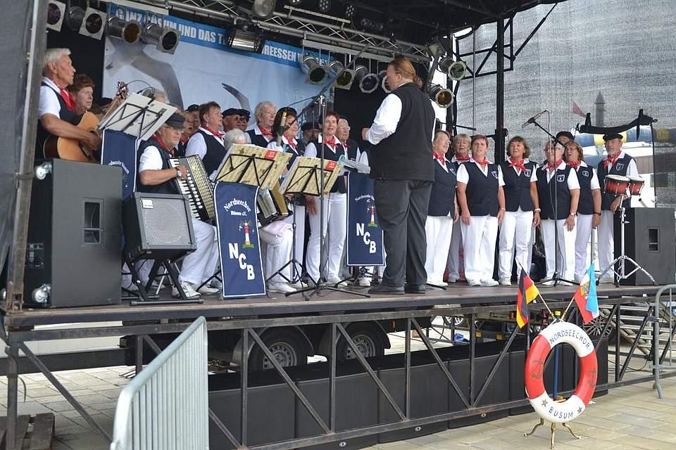 Der Nordseechor Büsum unter der Leitung von Martin Schoen.